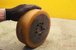 Heftruck, wielen, palletwagen, reachtruck, slijtage